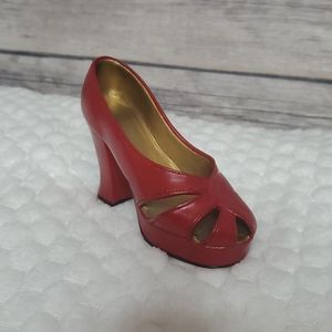 Just the right shoe ravishing red Edition